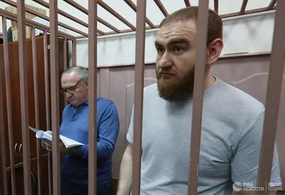 Мать и сестру экс-сенатора Рауфа Арашукова ищут без меры пресечения