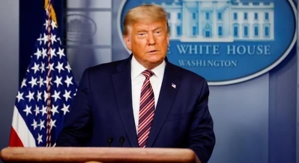 Трамп, похоже, собрался держаться за президентское кресло посиневшими пальцами