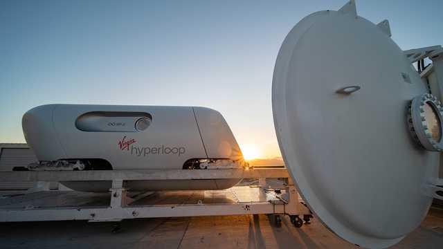 В США прошли первые пассажирские испытания вакуумного поезда Hyperloop