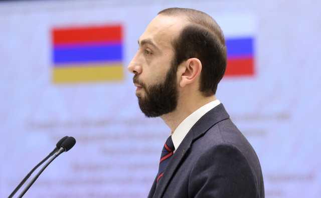 Протестующие в Ереване избили спикера парламента Армении Мирзояна