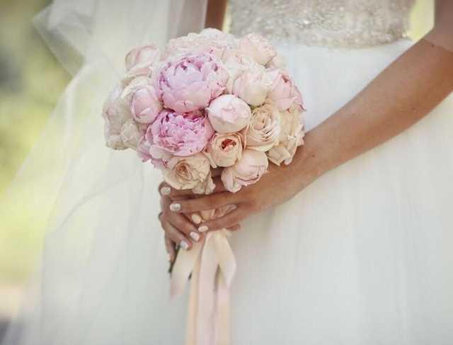 В Киеве заметили роскошный свадебный кортеж — авто стоят 2 млн долларов