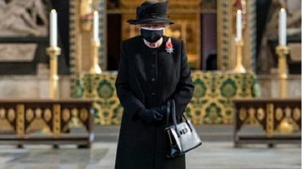 Королеве Елизавете придется стоять в очереди на прививку от коронавируса