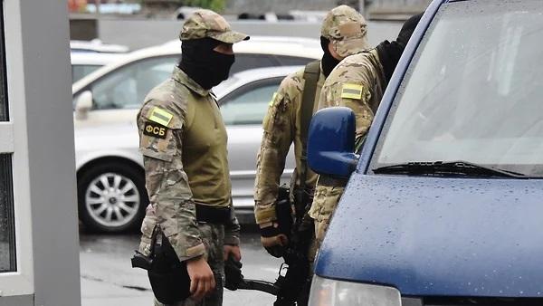 К белорусскому оппозиционеру ФСБ пришла через московский рэкет