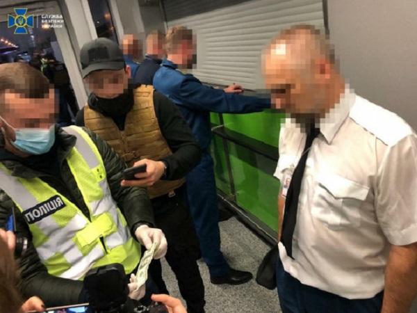 До 4 тысяч долларов с одного рейса: как таможня в «Борисполе» «доила» пассажиров
