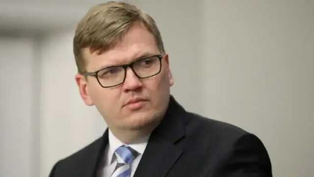 В Латвии министр подал в отставку из-за незаконного использования пропуска на парковку