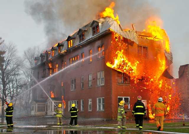 Два ребенка и взрослый сгорели в квартире в Подмосковье