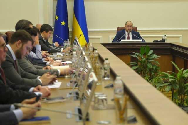 """Кабмин отменил ограничения по зарплатам руководству и набсоветам УЗ, """"Борисполя"""" и АМПУ"""