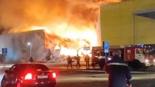 Крупный пожар в торговом центре в Рязани попал на видео