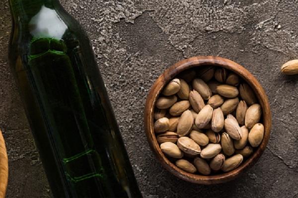 Следователя российской полиции поймали за кражу пива и орешков из супермаркета