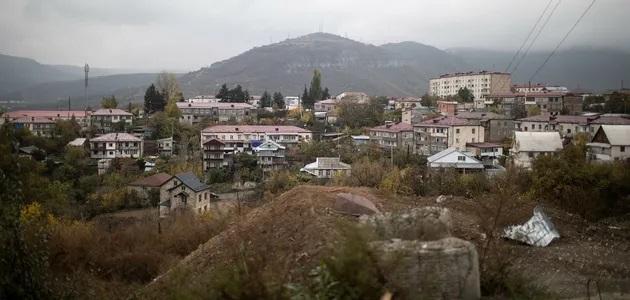 В Карабахе жители жгут дома перед приходом армии Азербайджана – СМИ