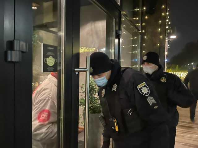 Выломали двери и уложили лицом на пол: в Киеве жестко «наказали» нарушителей карантина