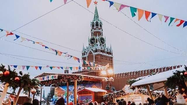 «Собянин — похититель Рождества». Как в Москве вводят карантин и почему не закрывают рестораны
