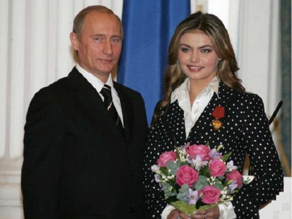 Любовницу Путина Кабаеву поздравляют с рождением второго ребенка