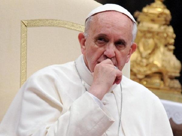 «Моя крошка стала грехом святейшего человека»: Папа Римский обрадовал парня бразильской модели
