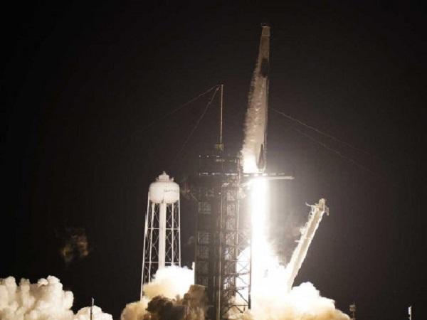 Погода позволила: Crew Dragon с четырьмя астронавтами стартовал с мыса Канаверал
