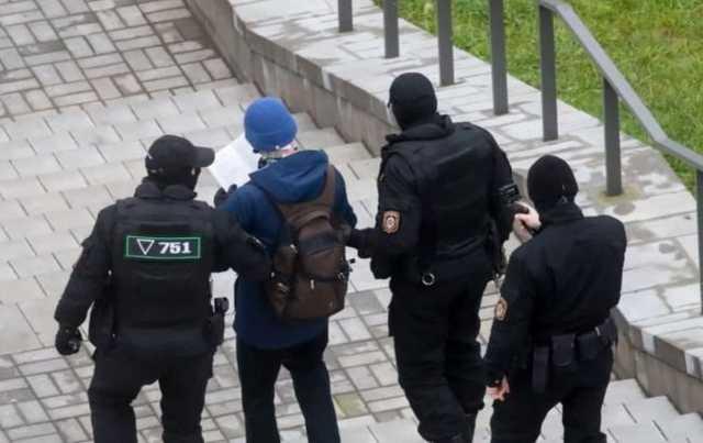 Количество задержанных на протестах в Беларуси увеличилось до 900