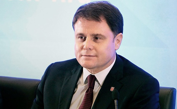 СКР ведет в депо экс-губернатора Владимира Груздева