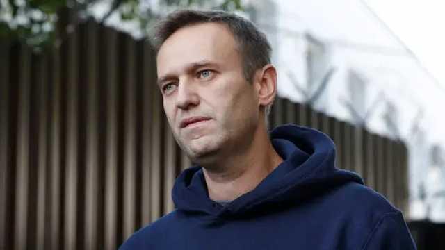 Навальный подал в суд на Пескова