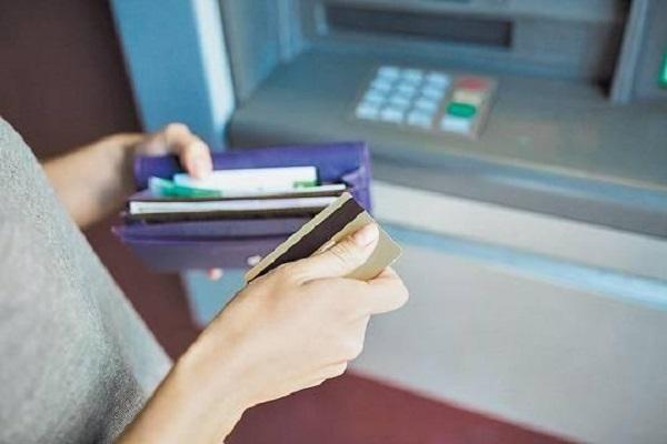 4 миллиарда рублей удалось украсть мошенникам со счетов граждан