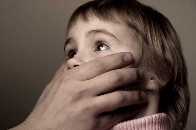 Под Днепром банда педофилов насиловала детей и продавала видео в интернете