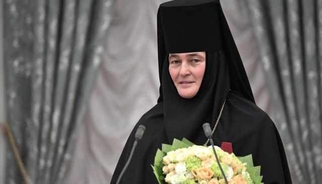 Семья игуменьи Феофании заработала целое состояние на мощах Матроны Московской