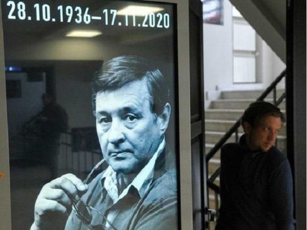 Романа Виктюка похоронят в стеклянном гробу: стали известны подробности панихиды по режиссеру