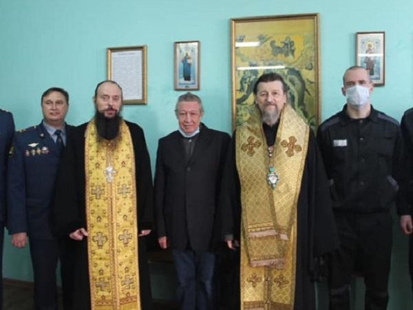 Похудел, но выглядит неплохо: в сети появились первые фото Ефремова из Белгородского СИЗО