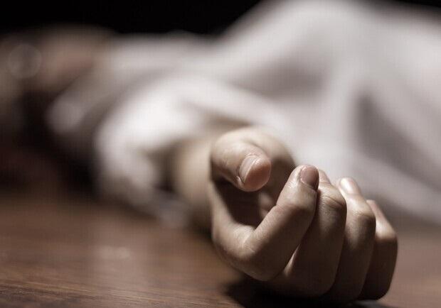 В Киеве у ресторана нашли мертвой полураздетую девушку