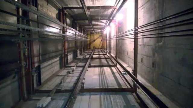 Кабина пролетела 6 метров: В гипермаркете Киева оборвался лифт, погиб мужчина