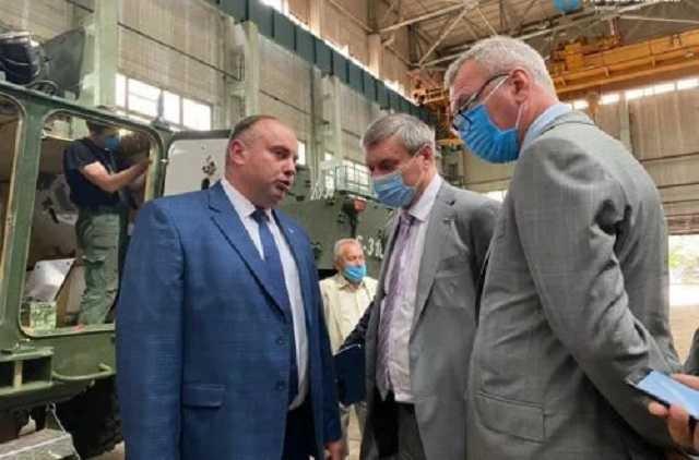Дерибан украинской оборонки — лица «Свинарчуков» меняются, а их суть остается прежней