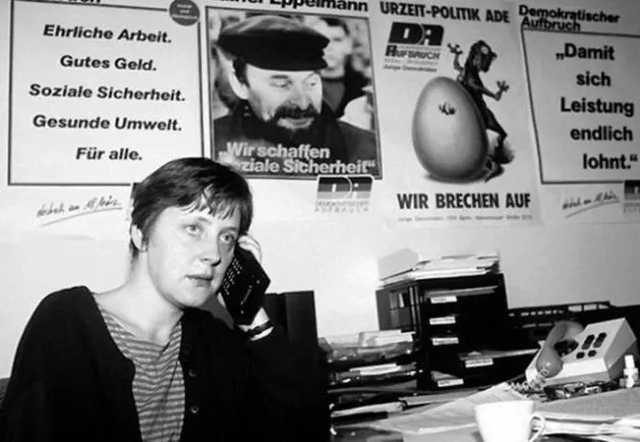 В сети всплыло архивное фото Меркель «с крутой мобилой» в начале ее карьеры