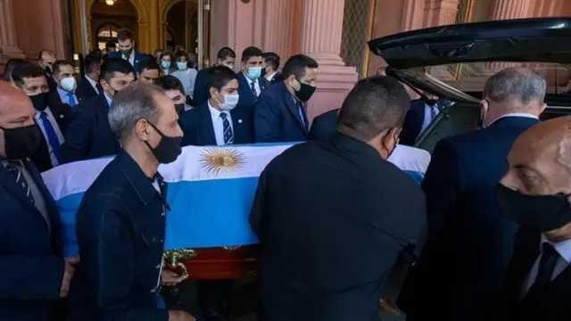 В Буэнос-Айресе во время прощания с Марадоной произошли беспорядки. Церемонию прервали