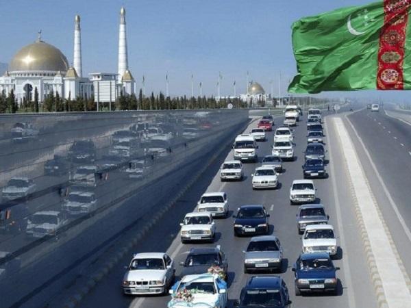 В Туркменистане водителей обязали перекрасить в белый цвет все(!) черные детали в автомобилях