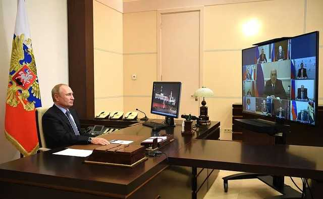 Путин пообщается с журналистами через монитор