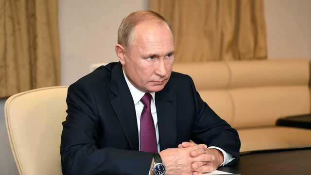 Путин поручил перевести школы и больницы на отечественную операционную систему