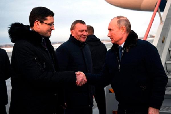 Песков объяснил присутствие Путина без маски на публичном мероприятии
