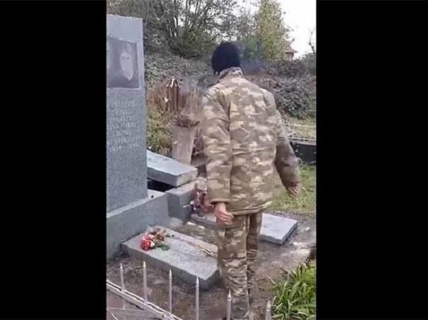Осквернившие армянское кладбище азербайджанские солдаты попали на видео