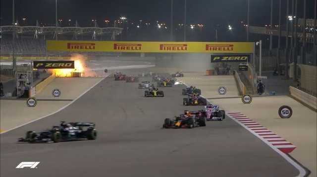 Появились видео столкновения болидов и взрыва машины на «Формуле-1» в Бахрейне