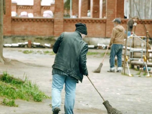 Работодатели в отсутствие мигрантов начали формировать бригады бомжей