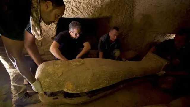 Египетские археологи нашли 160 мумий и расшифровали проклятия, адресованные ворам