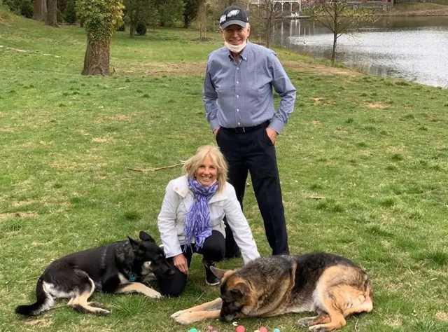 Байден получил перелом правой ступни во время прогулки с собакой