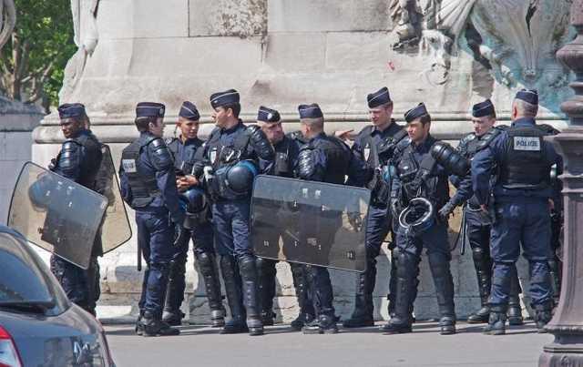 Во Франции перепишут закон о фото с полицейскими, который спровоцировал протесты