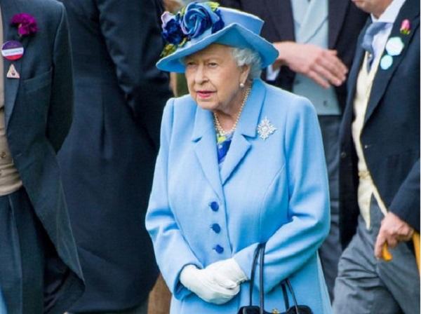 «Королева была в ужасе»: Елизавета II стала жертвой жестокого розыгрыша