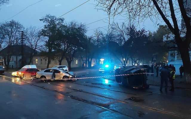Сотрудник сервисного центра МВД, перевернувший на Volkswagen внедорожник в центре Николаева, был под действием наркотиков, – СМИ