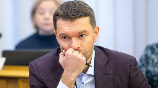 «Подглядывающий» депутат Алексей Вихарев. Зять основателя ОПС «Уралмаш» — как фанат Тинто Брасса?