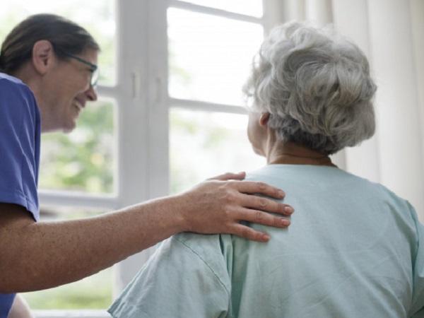 COVID-19 приближает старость: профессор сделала шокирующее предупреждение о последствиях заболевания