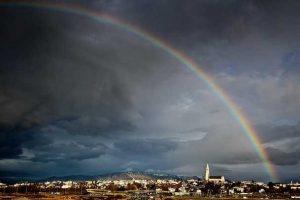 Как Исландия одолела COVID с помощью науки - СМИ
