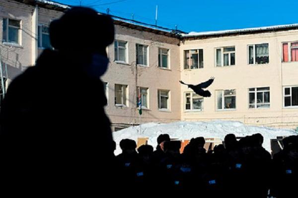 Российским заключенным разрешили переписываться между собой внутри колонии