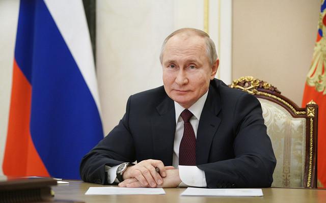 Путин рассказал, кто из его окружения заразился COVID-19