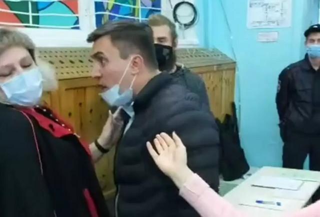 Российский депутат устроил дебош на избирательном участке